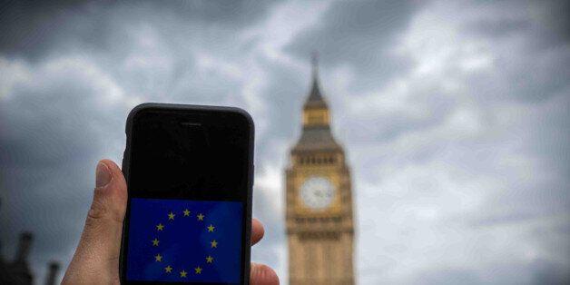 Η μεγάλη νύκτα της Ευρώπης. Θρίλερ στη Βρετανία με συνεχείς ανατροπές και προβάδισμα του
