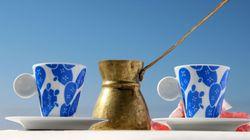 The Blue White: Αξεσουάρ και είδη διακόσμησης εμπνευσμένα από τη «γαλανόλευκη»