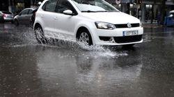Προβλήματα από την βροχόπτωση στην Αττική. Παρασύρθηκαν αυτοκίνητα, πλημμύρισαν σπίτια και