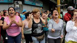 «Θέλουμε φαγητό!» φωνάζει ο λαός έξω από το προερικό μέγαρο στη Βενεζουέλα. Με δακρυγόνα απάντά η