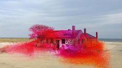 Πώς μία καλλιτέχνης μεταμορφώνει κατεστραμμένα σπίτια σε έργα