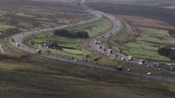 Ο αστικός μύθος με τη φάρμα στη μέση του αυτοκινητόδρομου Μ62 στη Βρετανία και η λύση στο