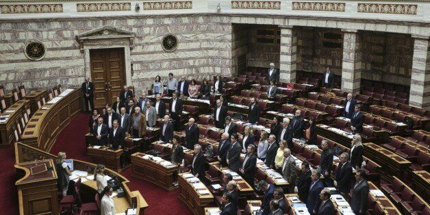 Στη Βουλή πέντε δικογραφίες κατά πολιτικών