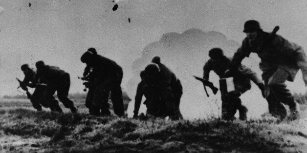 (GERMANY OUT) German campaign in Greece/ conquest of Crete (20.05.-01.06.1941): German paratroopers landing...
