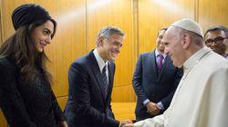 Ο Πάπας τίμησε τους George Clooney, Richard Gere και Salma Hayek για το ανθρωπιστικό τους