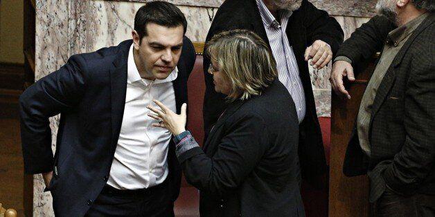 «Ανήσυχη» πλειοψηφία. Πέρασε το πολυνομοσχέδιο με 153 αλλά με τραυματισμένη την ΚΟ του ΣΥΡΙΖΑ. Η «ένσταση»...
