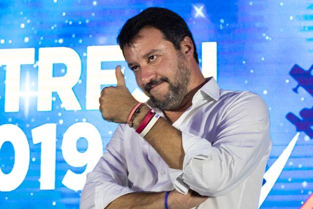 """""""Da Roma a Trieste e giù fino a Lecce"""". Salvini la"""