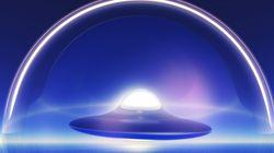 Απόκοσμο βίντεο με φωτεινή ουράνια σφαίρα ή UFO στην Αλάσκα που διασπάται σε τρία αιωρούμενα