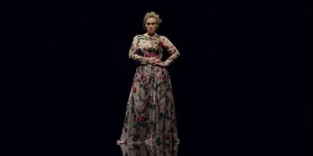 Ακούστε το νέο, χαρούμενο (!) κομμάτι της Adele και ετοιμαστείτε για το