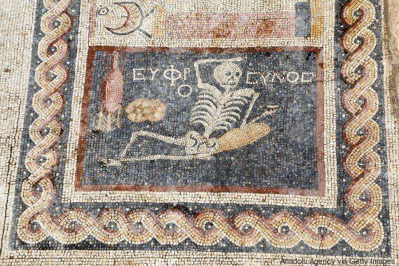 Το πρώτο «YOLO» ήταν αρχαιοελληνικό και ανακαλύφθηκε σε ψηφιδωτό στην