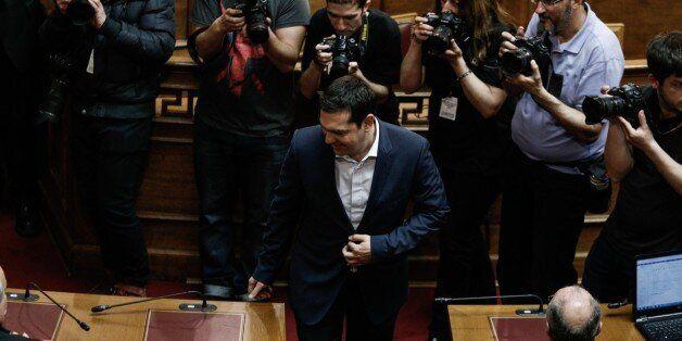 Εγκώμιο για ασφαλιστικό - φορολογικό από τον Τσίπρα ενώπιον της κοινοβουλευτικής ομάδας του