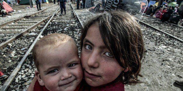 Η Βρετανία δέχτηκε τελικά να υποδεχτεί ασυνόδευτα παιδιά
