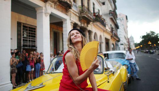 Επίδειξη μόδας της Chanel στη χώρα του Φιντέλ