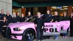 Cette voiture de police est rose pour la bonne