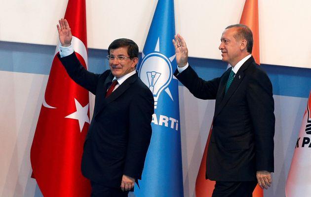 Προς παραίτηση ο Νταβούτογλου και διαζύγιο από τον Ερντογάν. Αναμένονται δηλώσεις του πρωθυπουργού. Εκτακτο...