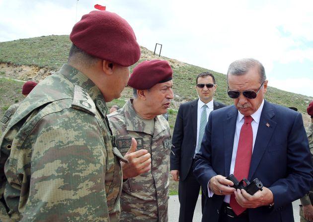 Πώς ο εκλεκτός του Ερντογάν έγινε «προδότης». Το μυστηριώδες blog, o συγγραφέας-φάντασμα και τα επιχειρήματα...