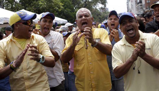 Σε αδιέξοδο η Βενεζουέλα - Διεξαγωγή δημοψηφίσματος κατά Μαδούρο ζητούν οι