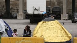3.800 οι πρόσφυγες και μετανάστες στον Πειραιά. 700 άτομα μεταφέρθηκαν στον