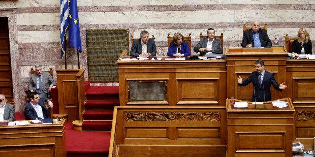 Σκληρή αντιπαράθεση στη Βουλή στη συζήτηση για τα δάνεια κομμάτων και ΜΜΕ αλλά και τη διαπραγμάτευση...