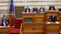 Σκληρή αντιπαράθεση στη Βουλή στη συζήτηση για τα δάνεια κομμάτων και ΜΜΕ αλλά και τη διαπραγμάτευση με