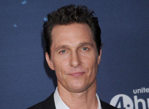Κι όμως, αυτός δεν είναι ο Matthew McConaughey αλλά ο σωσίας