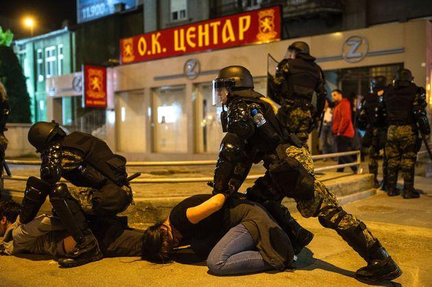 Η αμνήστευση πολιτικών που εμπλέκονται σε σκάνδαλα, φέρνει κλυδωνισμούς στην πΓΔΜ. Μεγάλες διαδηλώσεις...