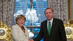 Οξεία κριτική σε βάρος της Μέρκελ για την δίωξη Γερμανού κωμικού που «εξύβρισε» τον