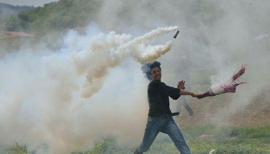 Ένταση με πετροπόλεμο, δακρυγόνα και πλαστικές σφαίρες εκ νέου στην