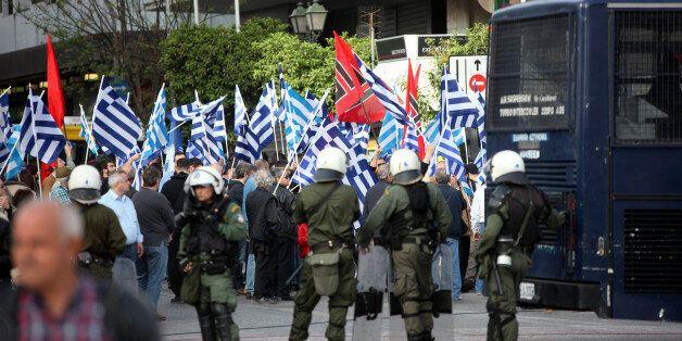 Ο ΣΥΡΙΖΑ «καρφώνει» αξιωματικούς της ΕΛΑΣ για σχέσεις με Χρυσή Αυγή – Ψάχνουν τον κρανοφόρο