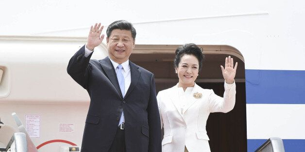 HARARE, Dec. 1, 2015 -- Chinese President Xi Jinping and his wife Peng Liyuan wave upon their arrival...