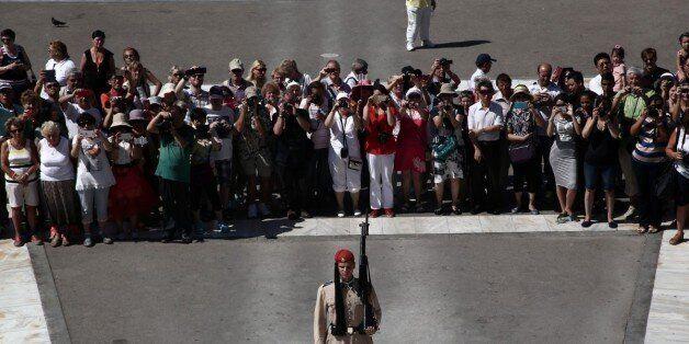 25 εκατομμύρια τουρίστες θα επισκεφτούν φέτος τη χώρα μας εκτιμά το