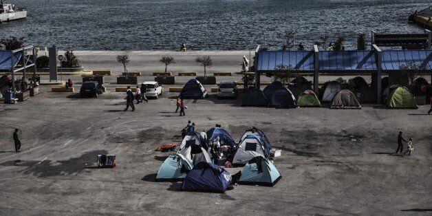 Περισσότεροι από 51.000 οι πρόσφυγες που έχουν εγκλωβιστεί στη χώρα