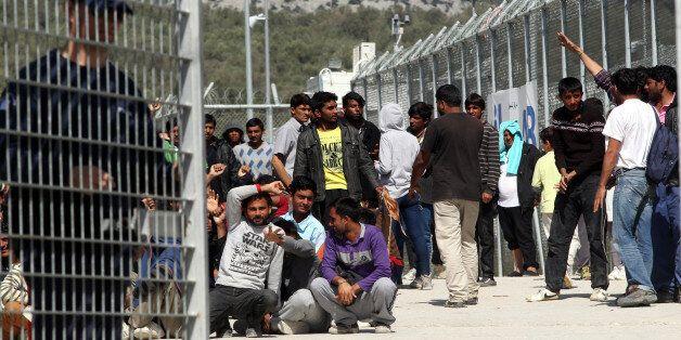 Λέσβος: Διαμαρτυρία στο hotspot της Μόριας από μετανάστες. Να κρεμαστεί από κολώνα της ΔΕΗ απειλούσε...
