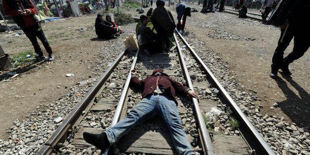 Έληξε ο αποκλεισμός της εθνικής οδού Θεσσαλονίκης – Ευζώνων. Υπό κατάληψη η σιδηροδρομική γραμμή στην