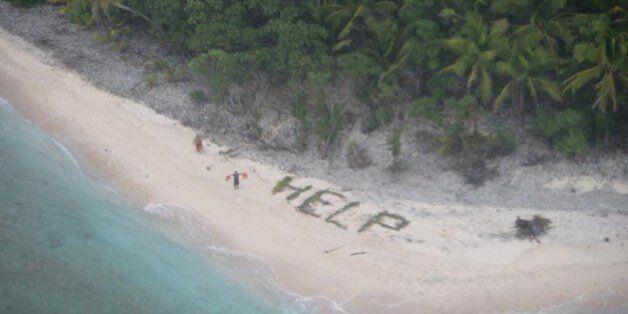 Σύγχρονοι Ροβινσώνες: Tρεις άνδρες διασώθηκαν από έρημο νησί γράφοντας μήνυμα στην