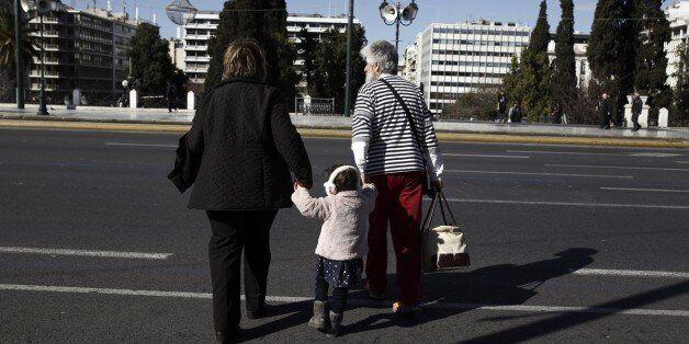 Βραδυφλεγής βόμβα η υπογεννητικότητα και γήρανση του ελληνικού
