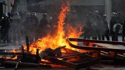 Ενταση, βόμβες μολότοφ και δακρυγόνα σε νέες διαδηλώσεις στο Χονγκ