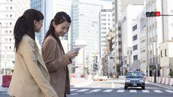 Το phone-walking μπορεί να στοιχίζει πλέον χρηματικά πρόστιμα και ποινές φυλάκισης στις