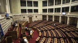 Αναβλήθηκε η συζήτηση στη Βουλή για τη διαφθορά μετά τις επιθέσεις στις