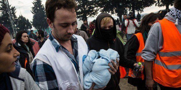 24χρονη Σύρια γέννησε σε σκηνή στην