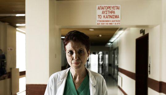 Καλλιόπη Αθανασιάδη: Επιβίωσε από ένα φριχτό ατύχημα, έγινε κορυφαία θωρακοχειρουργός και μάχεται για τα δικαιώματα των
