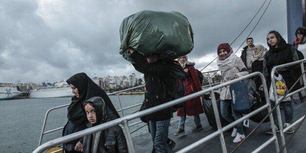 Σύσκεψη της Περιφέρειας Αττικής με Δημάρχους για τους πρόσφυγες στο λιμάνι του