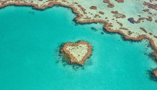 Η θάλασσα όπως δεν την έχετε ξαναδεί: Απίστευτες φωτογραφίες από ελικόπτερο της Lisa Michele