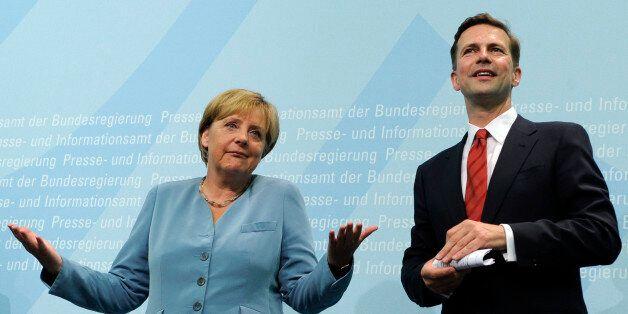 Bundeskanzlerin Angela Merkel (CDU) und Regierungssprecher Steffen Seibert, aufgenommen am Montag, 16....