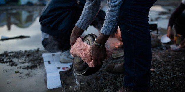 Μάχη με τις καιρικές συνθήκες δίνουν οι πρόσφυγες στην Ειδομένη. Κλειστή παραμένει η «Βαλκανική