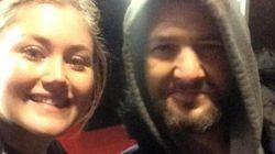 Ο άστεγος Μάρκ έσωσε τη Νίκολ όταν εκείνη βρέθηκε ολομόναχη μέσα στη νύχτα. Και εκείνη δεν το