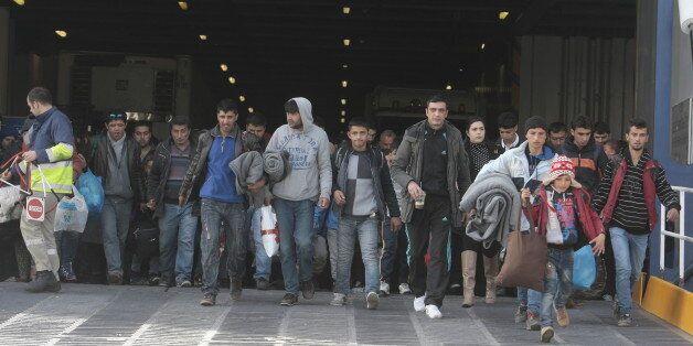 Πιστοποιημένοι 5.245 μετανάστες και πρόσφυγες έτοιμοι να αναχωρήσουν από τα νησιά του βορείου Αιγαίου...