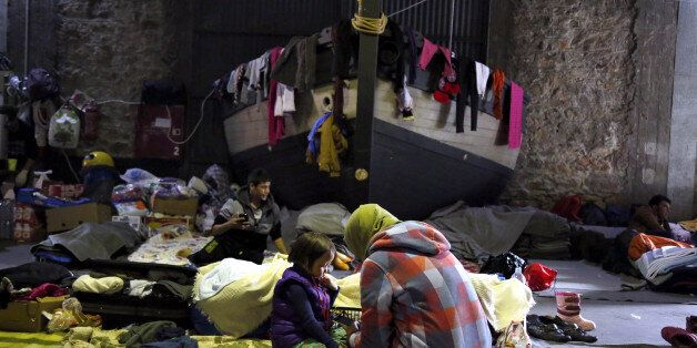 Τουλάχιστον 3.500 πρόσφυγες στο λιμάνι του Πειραιά. Περίπου 1.000 εξ΄αυτών θα μεταφερθούν σε κέντρα