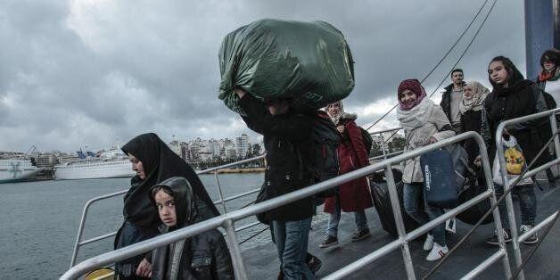 529 πρόσφυγες κατέφτασαν στο λιμάνι του Πειραιά. Περισσότεροι από 3.000 οι άνθρωποι που παραμένουν στους...