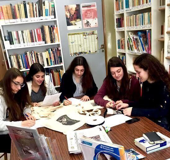 Μαθήτριες Λυκείου κατασκευάζουν πρωτότυπες, οικολογικές